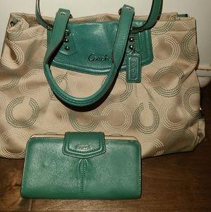 Authentic Coach 20049 Ashley Signature handbag